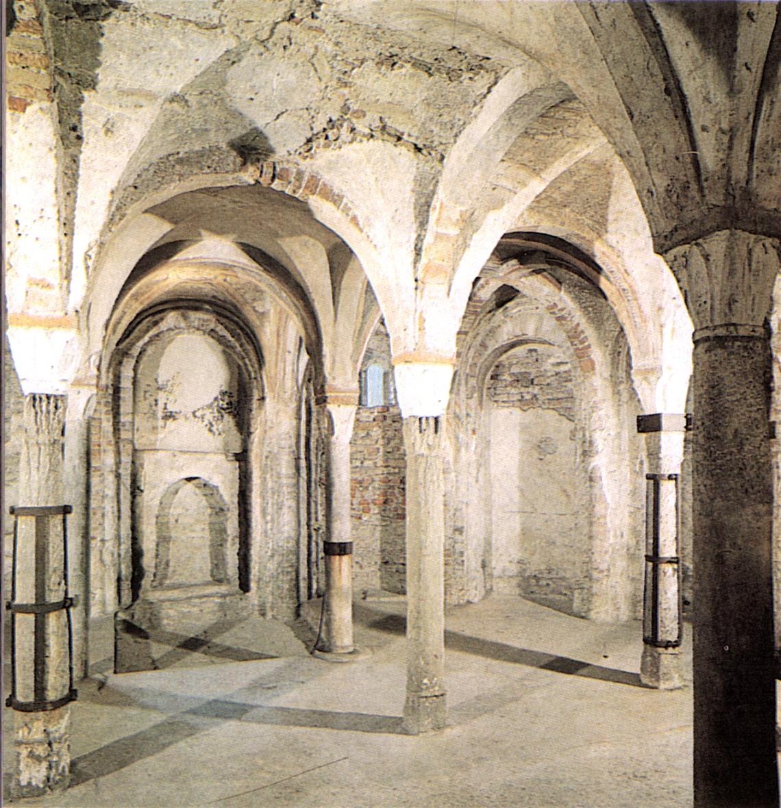 Chiesa, cripta, fonte immagine Wikipedia