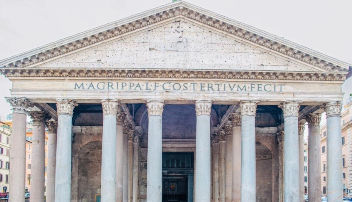Il Pantheon a Roma con l'iscrizione di Agrippa