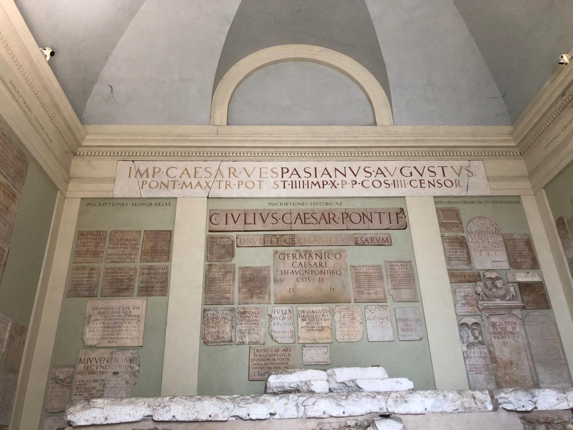 Lapidi al tempio capitolino (Capitolium) di Brescia foto Galatea Vaglio